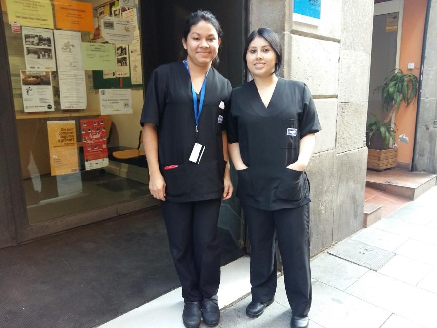 Jaquelina i Verónica, pràctiques de neteja hotelera amb l'empresa Rango10 S.L.